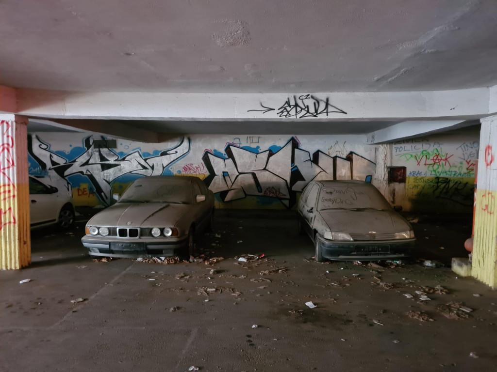 Uklanjanje starih vozila iz garaže ispod Fine