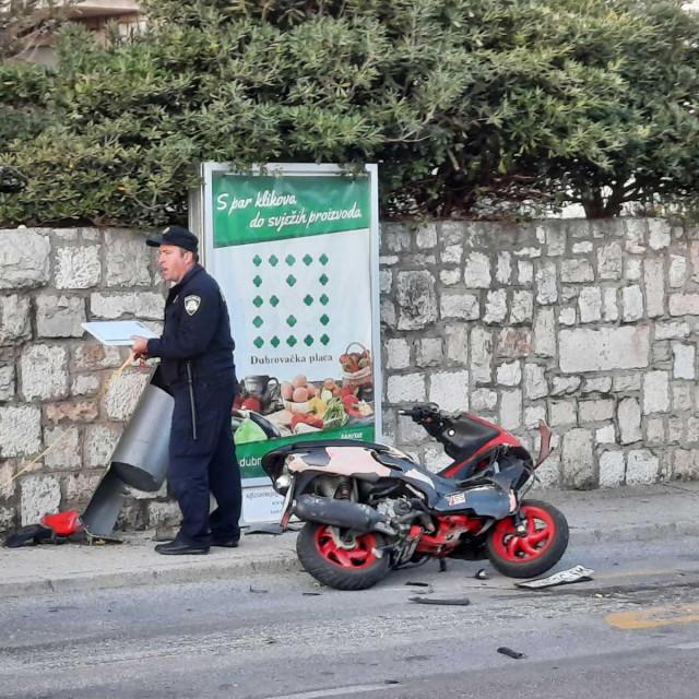 U sudaru automobila i skutera ozlijeđen je motociklist