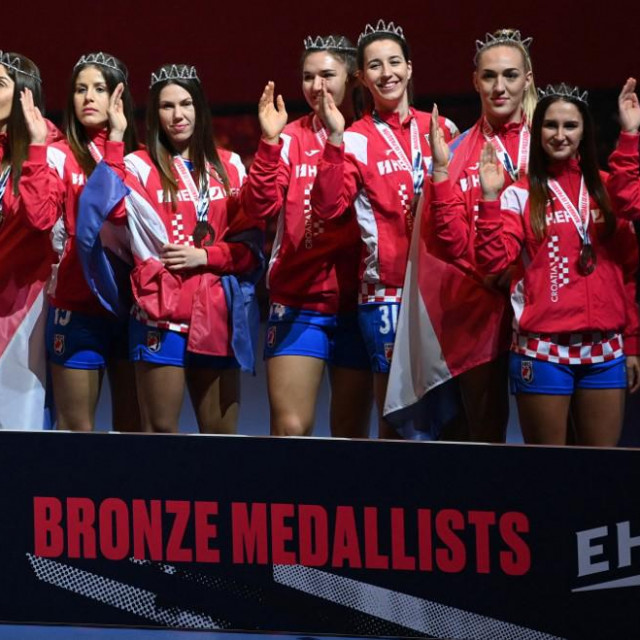 Croatia's team celebrates with the bronze medals after the 2020 EHF European Women's Handball Championship tournament in Herning, Denmark, on December 20, 2020. (Photo by Jonathan NACKSTRAND/AFP)