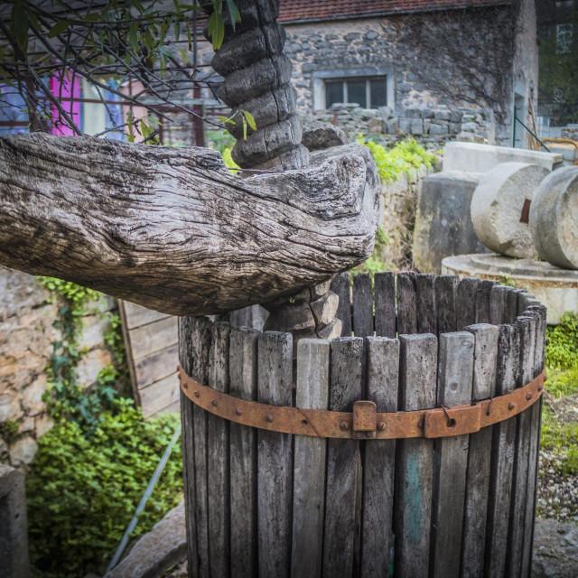 Turanj za grožđe i mlin za masline u Prigradici