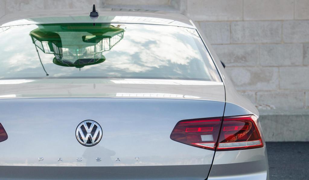 Nepoznati pljačkaši presreli su automobil Passat u kojem se nalazio pedesetšestogodišnjak...