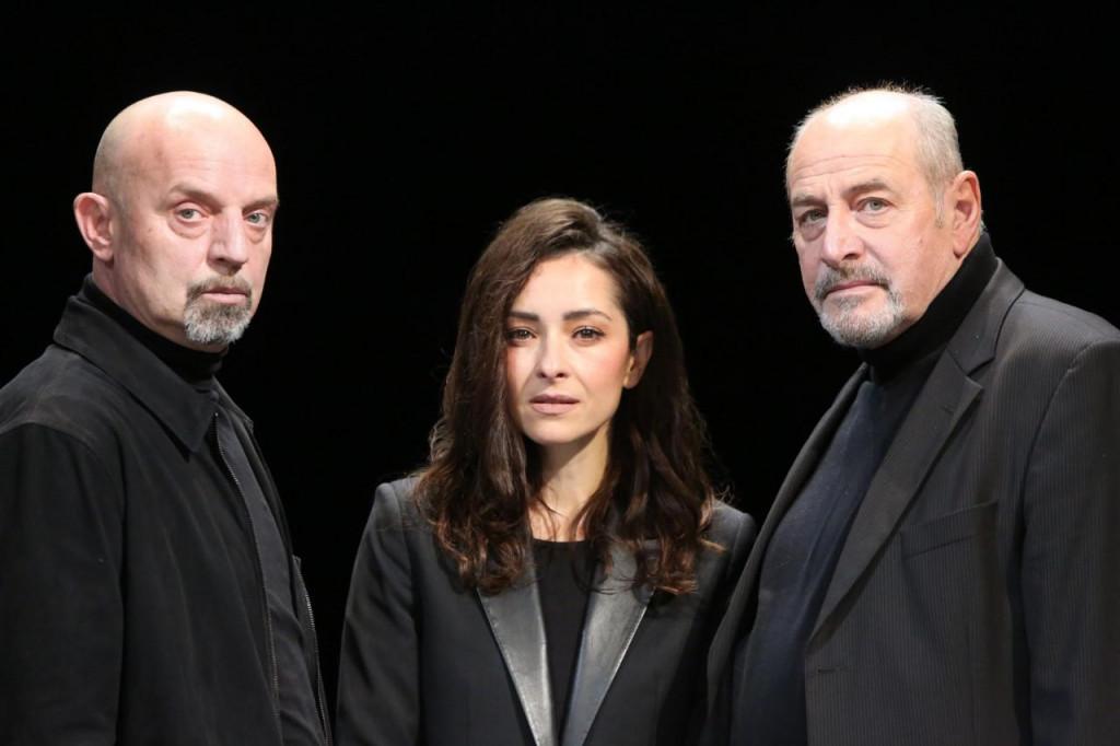 U predstavi glume Siniša Popović, Goran Grgić i Zrinka Cvitešić