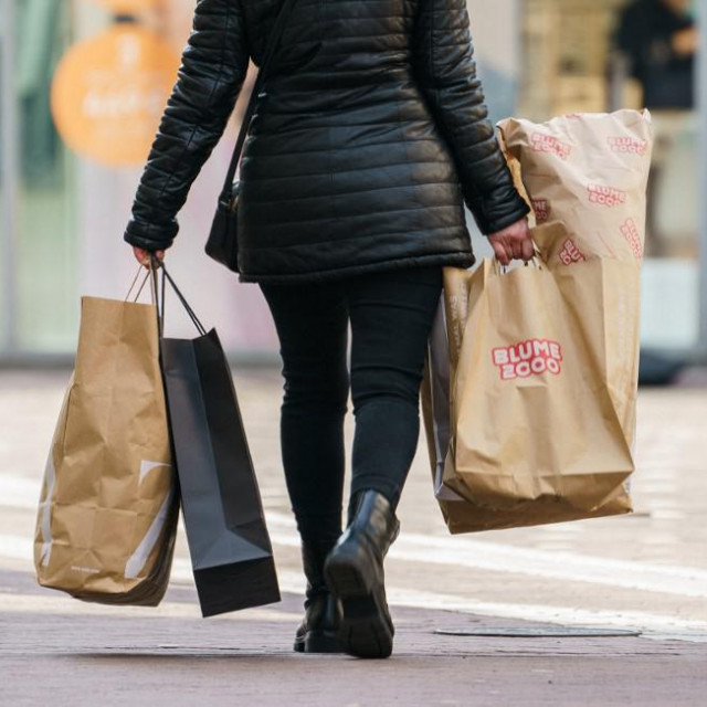 """15 March 2021, Rhineland-Palatinate, Mainz: A woman carries shopping bags downtown. The state capital is responding to the rising incidence to protect the public against coronavirus infections. Thus, as of Tuesday, more restrictions apply again in trade, sports and leisure. Among other things, it must close the only recently opened trade again. """"Appointment shopping"""" remains possible, however, said the Mayor of Mainz, Ebling. Photo: Andreas Arnold/dpa (Photo by Andreas Arnold/DPA/dpa Picture-Alliance via AFP)"""