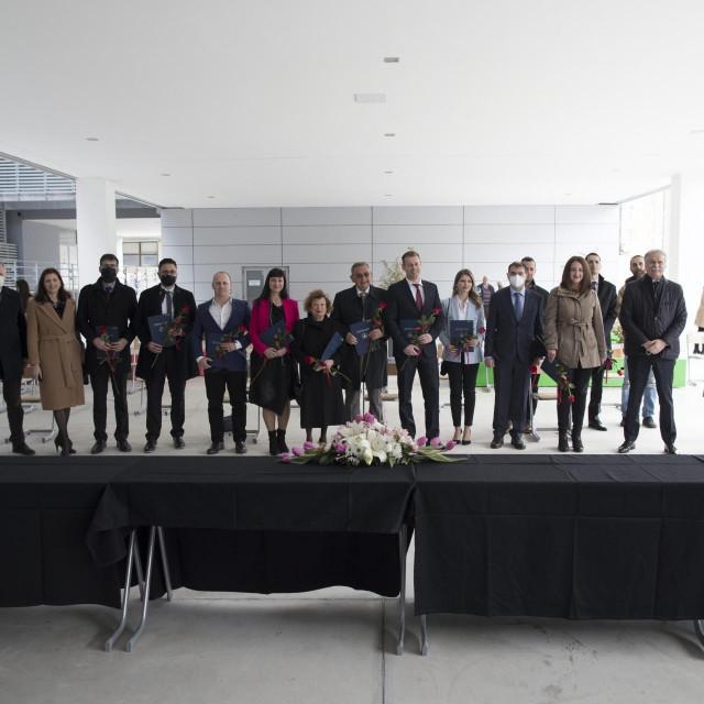 U predvorju Zgrade tri fakulteta održana je dodjela Nagrada za znanost Sveučilišta u Splitu za 2020 godinu<br />