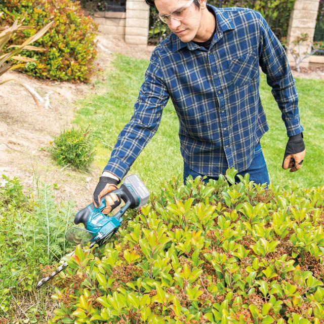 DUM604 – Akumulatorske 2u1 škare za travu i živicu.
