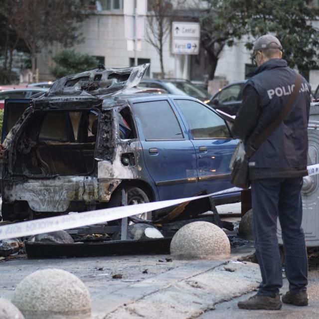 Požar s kontejnera zahvatio je automobil parkiran u Ulici bana Berislavića