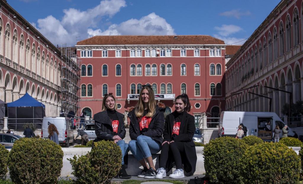 Gimnazijalke Nikolina Musa, Mia Rosić i Ariana Kecić UNICEF-ov novac uložile bi u mapiranje park-šume Marjan