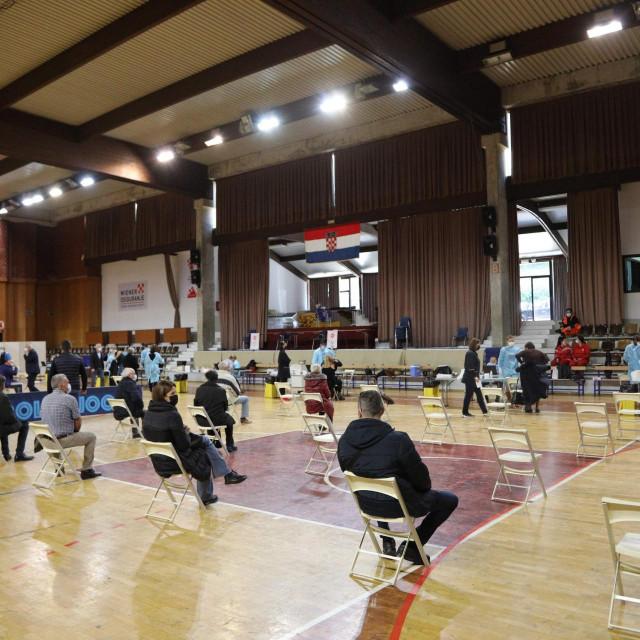 U Sportskoj dvorani u Gospinom polju organizirano je masovnije cijepljenje protiv Covida 19