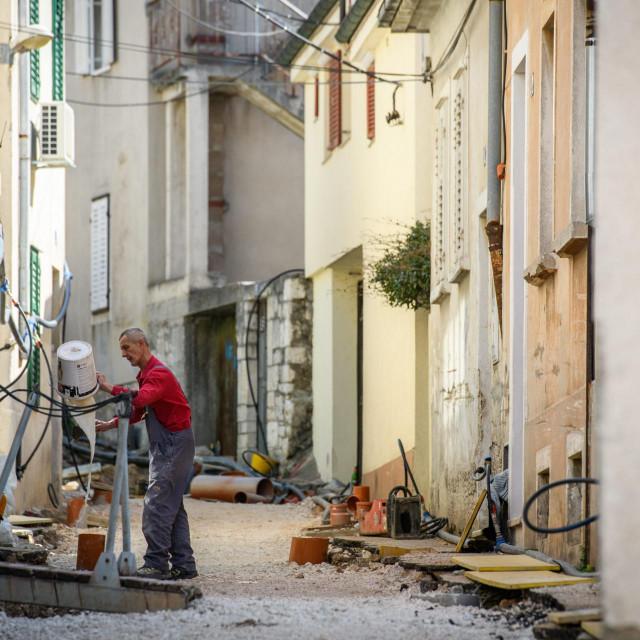 Zbog radova na vodovodu, stanari ulice Nikole Tesle žale se na velike račune za vodu