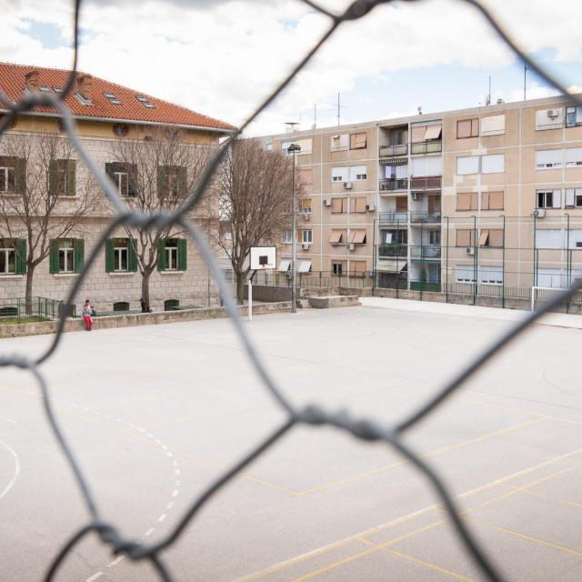 Školsko igralište OŠ 'Manuš' na kojem bi se trebala izgraditi nova dvorana