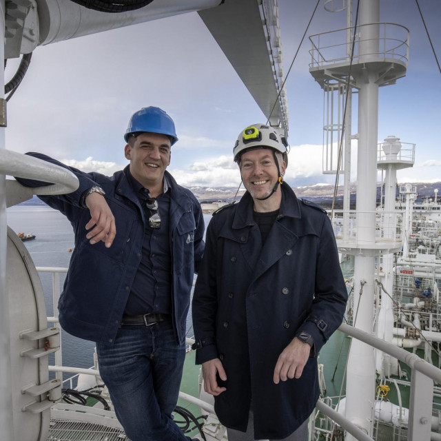 Hrvoje Krhen i Igor Mihovilović na brodu 'LNG Croatia'