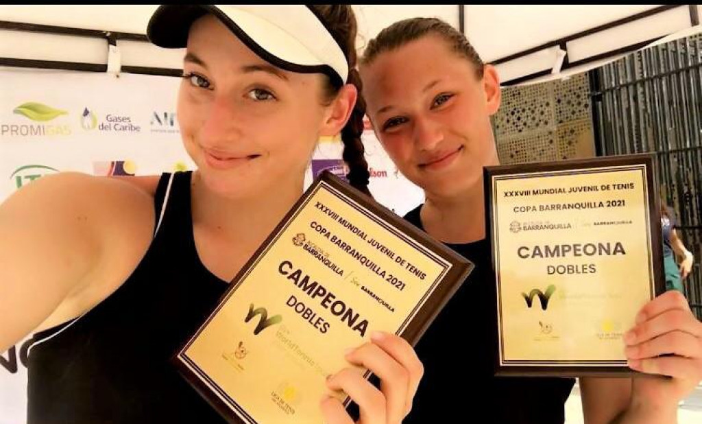 Pobjednički selfie - Lucija Ćirić Bagarić s Dankinjom Johanne Christine Svendsen te plaketama za osvojeni turnir parova prvog ranga u dalekoj Barranquili, u Kolumbiji
