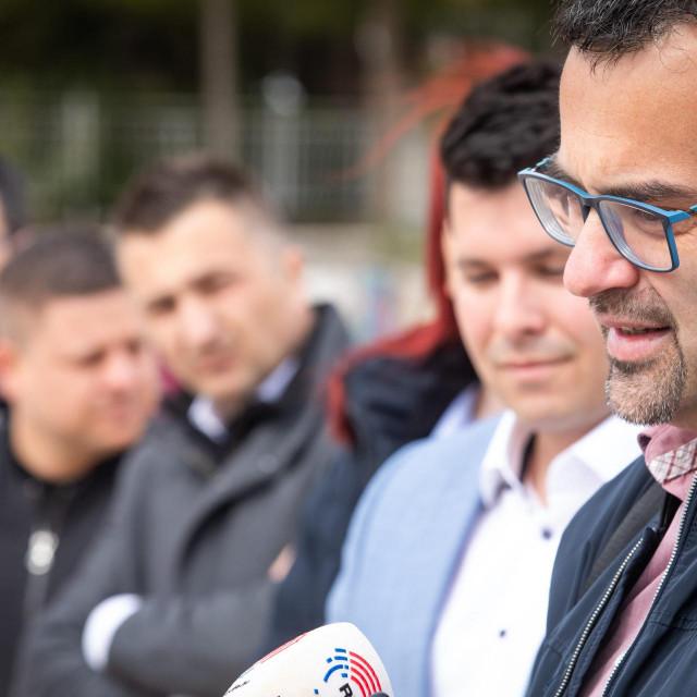 Dugogodišnji čelnik udruge 'Savez za Kaštela' Mario Serajlić (prvi zdesna) sa suradnicima izlazi na izbore pod 'kapom' Nezavisne liste mladih