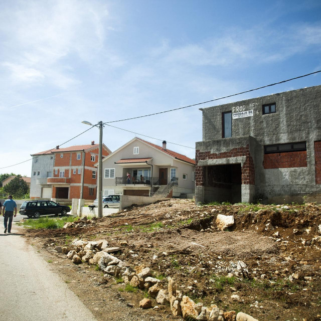 Mještanin Nikola Crnac godinama se bori protiv bazne stanice koja je u blizini njegove kuće