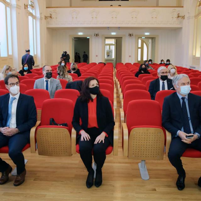 Vinko Muštra, Leandra Vranješ Markić i rektor Dragan Ljutić<br />