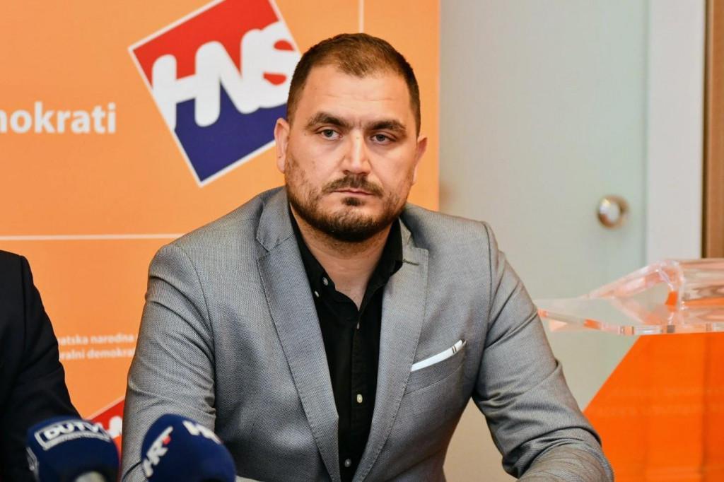 """Miho Obradović: """"I dok oni šute iz Velike Britanije stigla je informacija kako su njihovim stanovnicima do srpnja zabranjena sva putovanja na odmor u inozemstvo"""""""