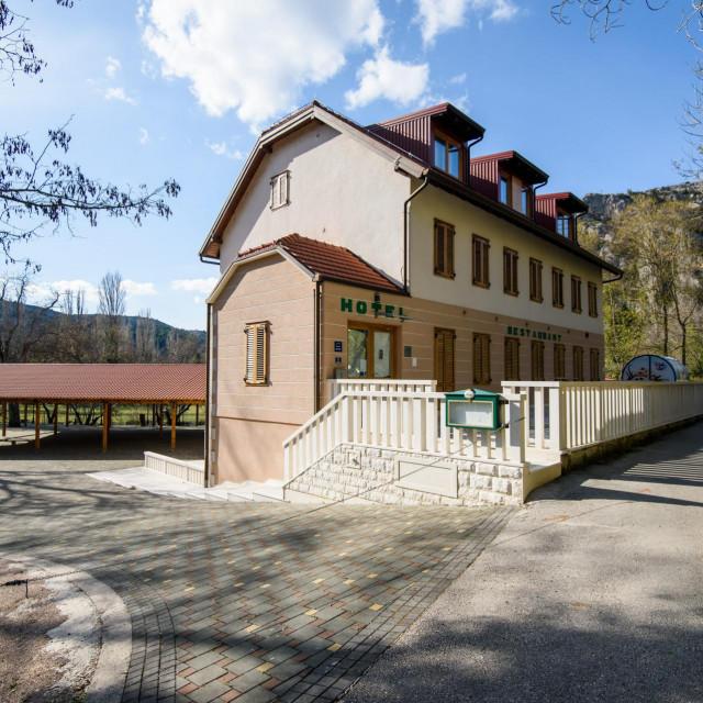 Hotel obitelji Galić na Roškom slapu