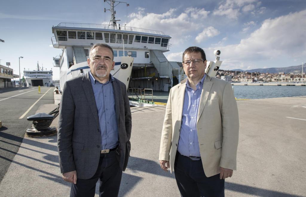 Profesori Božo Terzić i Ozren Bego u trajektnoj luci