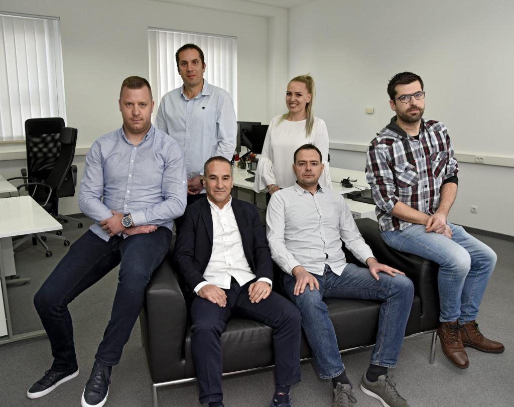 Zaposlenici tvrtke Techresources, koja je razradila ideju o covid putovnici, snimljeni u svojim radnim prostorijama