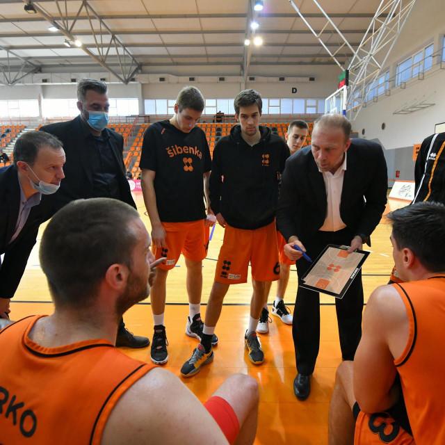 Zadarski sudac 'masakrirao' je Šibenčane u utakmici sa Splitom