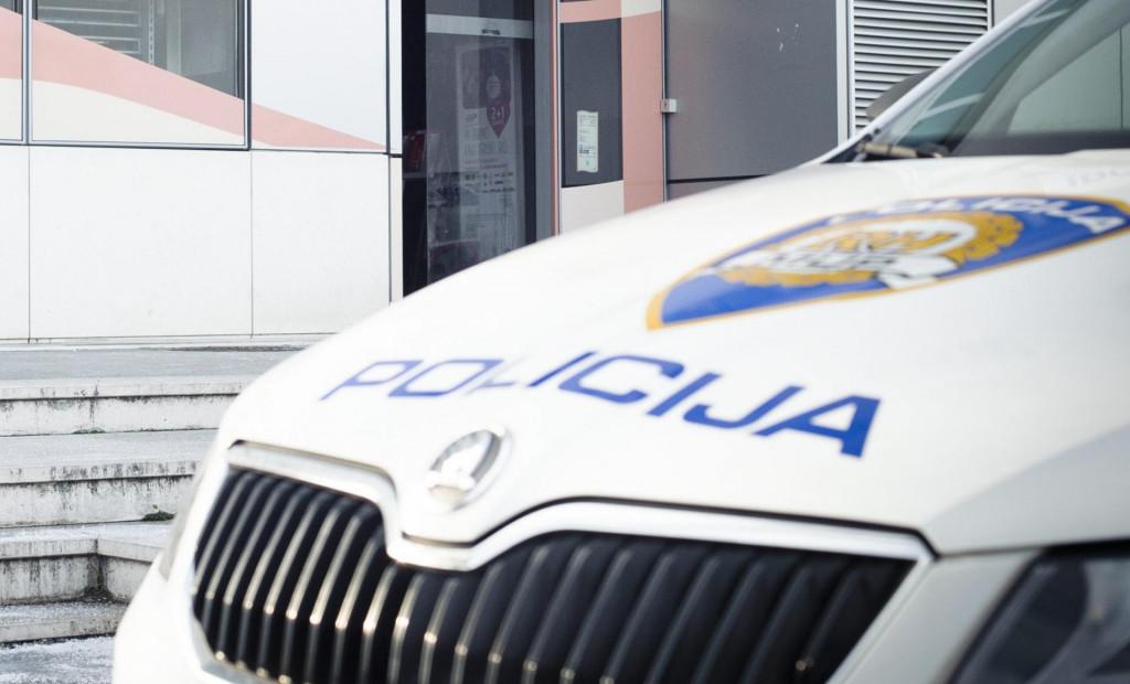 Split_190116.<br /> Jutros nesto prije 6 sati izbio je pozar u trgovini DM na Poljickoj cesti u Splitu. Nakon intervencije vatrogasaca policija osigurava prostor trgovine.<br />