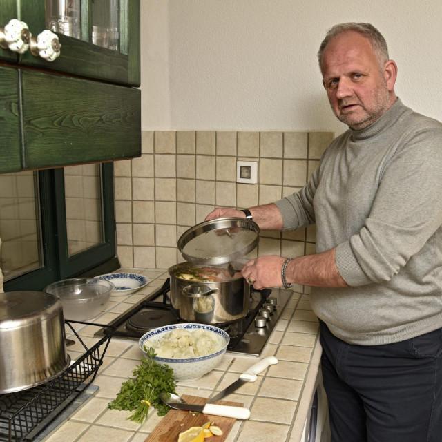 Kuhar Antonio Stevanović u kuhinji