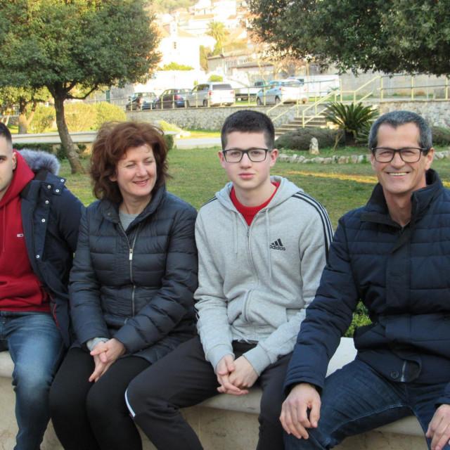 Nikola s obitelji