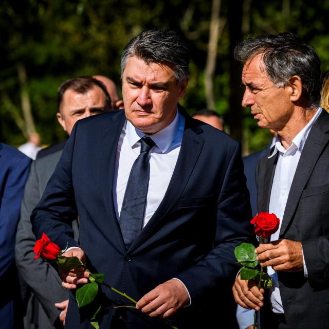 <br /> Zoran Milanovic i Milorad Pupovac u Plavnom na komemoracijimi ubijenim u Oluji