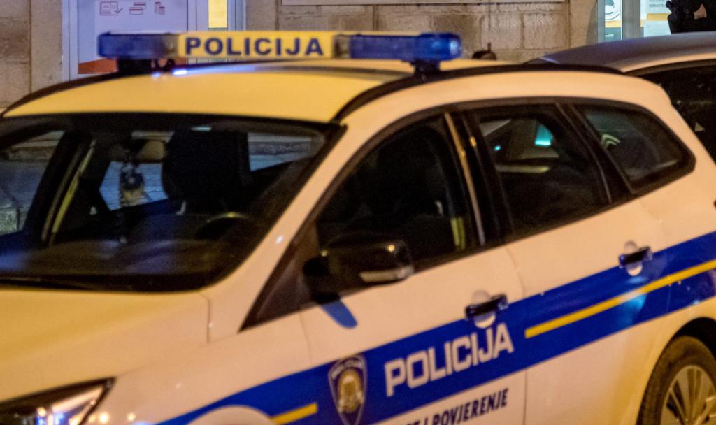 Policijski očevid pred opljačkanom mjenjačnicom u Gružu (arhiv)