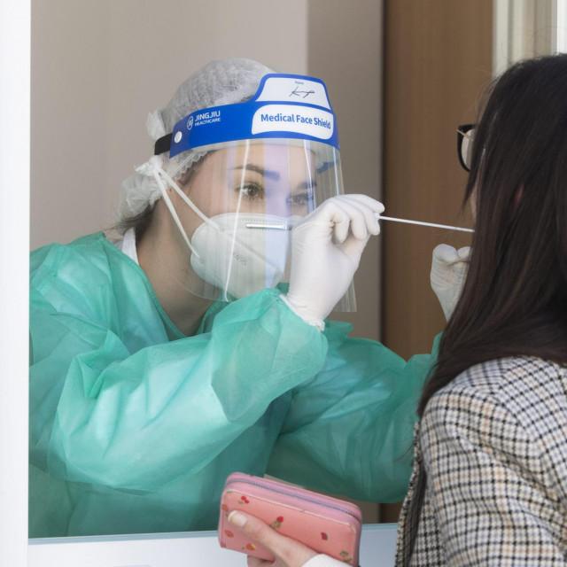 Sezonska gripa otkrivena je kod dvije osobe mlađe životne dobi koje su se u splitski HZJZ došle tesirati na covid-19