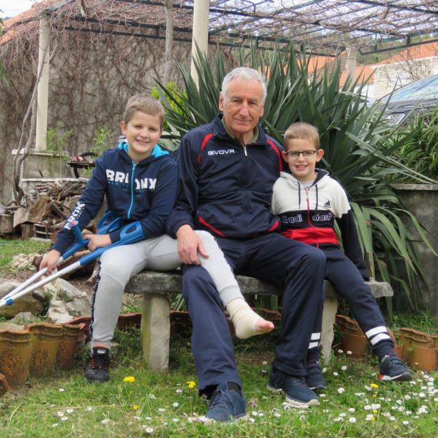 Nikola Dobroslavić najradije svaki slobodan trenutak provodi sa svojim unucima