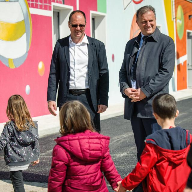 Gradonačelnik Branko Dukić u obilasku dječjeg vrtića na Višnjiku u društvu direktora ŠC Višnjik Denisa Karlovića