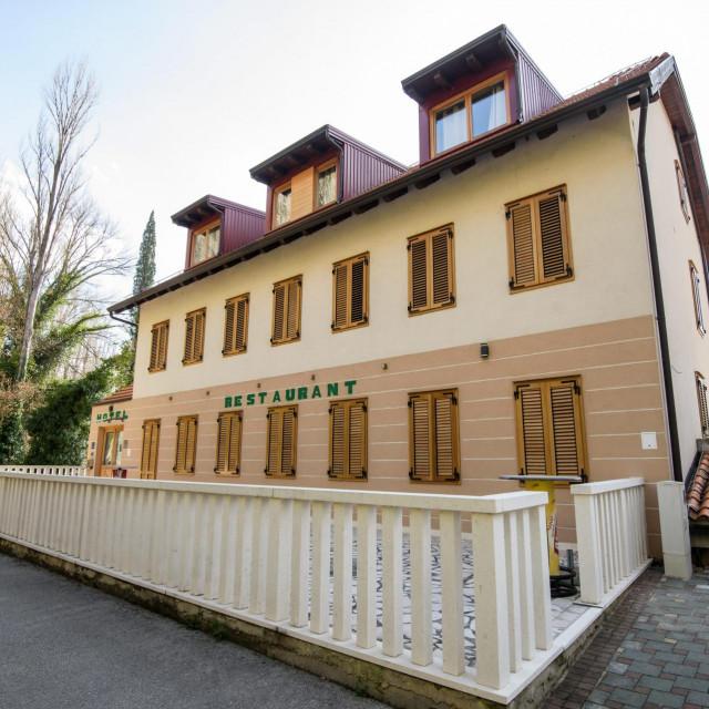 Hotel na Roškome slapu u zaštićenom prostoru NP 'Krka'