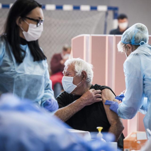 U dvorani Baldekin nedavno je održano prvo masovno cijepljenje građana