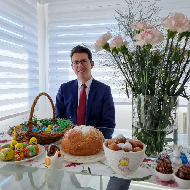 Uskrs u domu kandidata, Antun Bašić, Moskar
