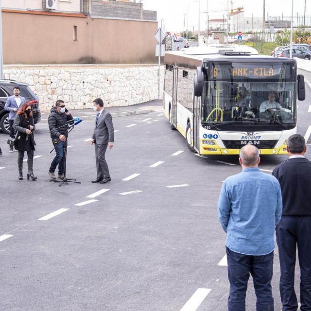 Prvo vozilo koje je prošlo novom cestom bio je 'Prometov' autobus na liniji broj 6