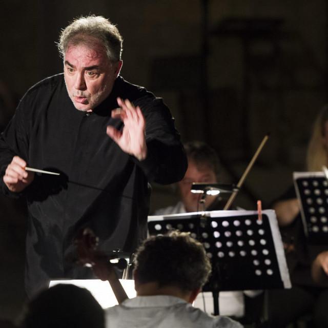 Maestro Ivo Lipanović s lakoćom ravna s 20 i više glazbenika, ali ne može i s COVID-19<br />