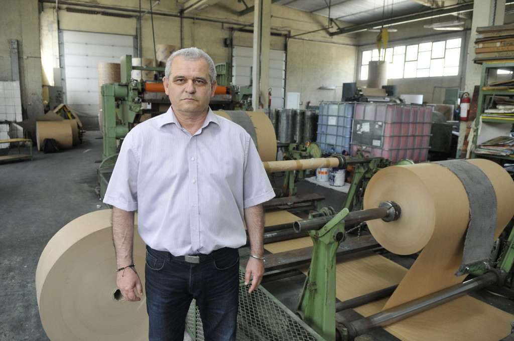 Uvjeren sam da me od priključenja na respirator spasila terapija doktora<strong> </strong>Ivana Škopljanca - kaže Ivica Močić (na slici u svojoj tvornici 2015.)