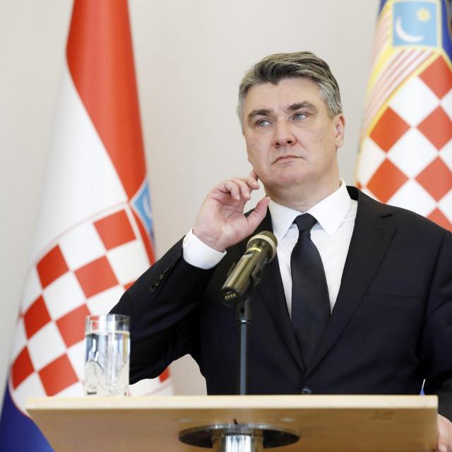 Umjesto eksperta za komuniciranje, Milanoviću bi bilo bolje da angažira trapističkog redovnika koji će ga podučiti blagodatima šutnje