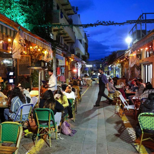 Izrael je svjetski prvak u cijepljenju, zbog čega su i vlasti otvorile restorane i kafiće