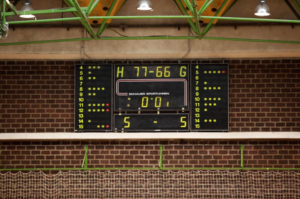 Utakmica Medveščak - Ragusa 77:66 odigrana je 20. ožujka 2021. u Zagrebu, a devet dana poslije, kad su u istoj dvorani na Peščenici igrale odbojkašice zagrebačkog Dinama i Dubrovnika, još uvijek je veliki semafor podsjećao na derbi košarkašica