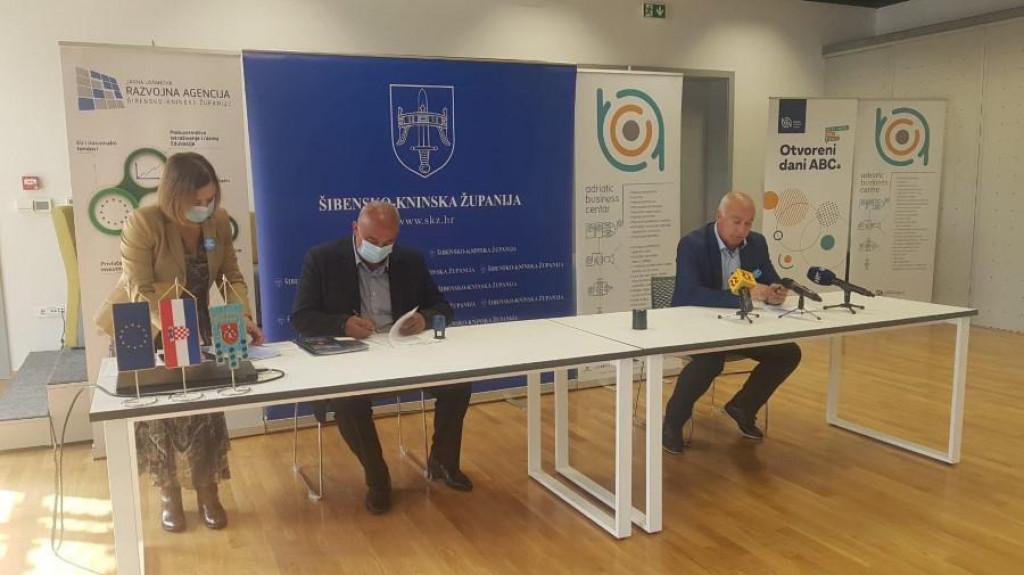 Potpisivanje ugovora u Adriatic Business Centru