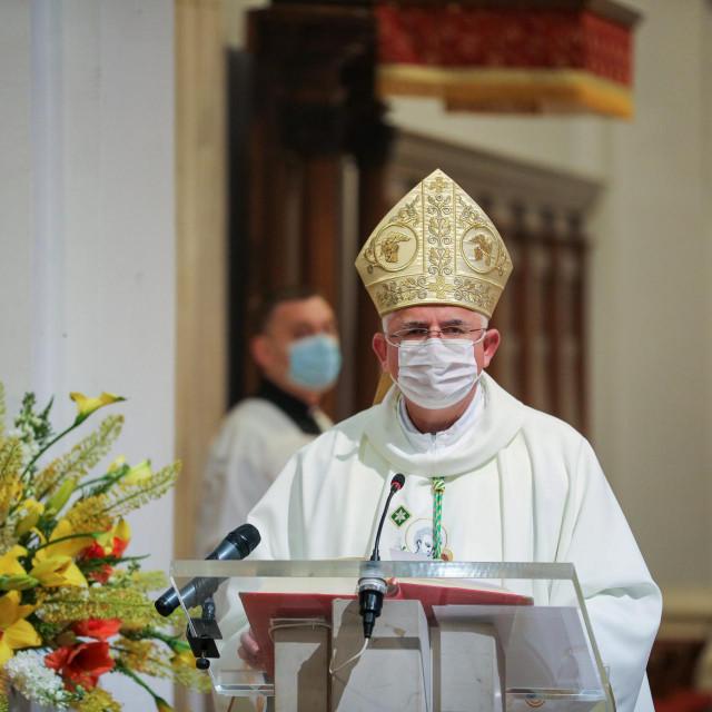 msgr. Mate Uzinić, nadbiskup-koadjutor riječki i apostolski upravitelj dubrovačke biskupije, predvodio je euharistijsko slavlje u katedrali Gospe Velike u Dubrovniku