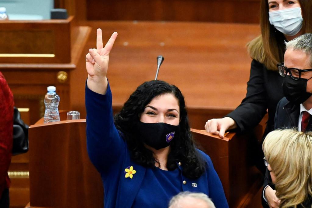 Vjosa Osmanipredstavlja tip mladih Kosovara koji su bliskijiživotu na Zapadui frustrirani nepotizmom i neučinkovitošću tradicionalnih stranaka u zemlji