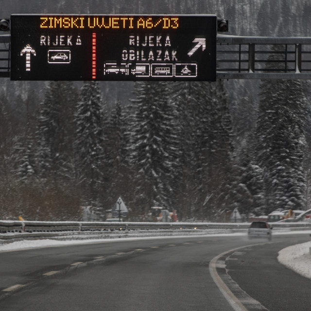 Gorski kotar, 060421.<br /> Na autocesti A6 vladaju zimski uvijeti. Od cvora Kikovica od cvora Delnica zatvoren promet za tegljace sa prikolicama, te policija vrsi pojacan nadzor.<br />