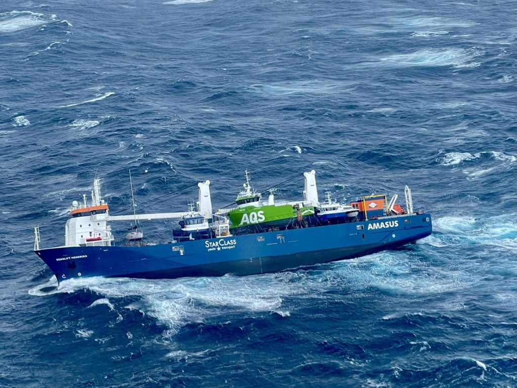 Brodu Eemslift Hendrika prijeti potonuće