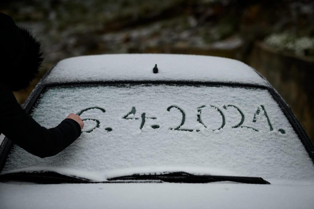 Sibenik, 060421.<br /> Najavljeno zahladjenje donjelo pad temperature i snijeg Dalmatinskoj zagori.<br />