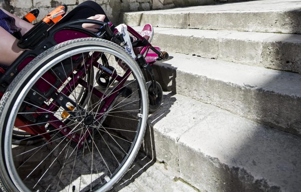 Invalidi se i u kolicima otežano kreću po gradu