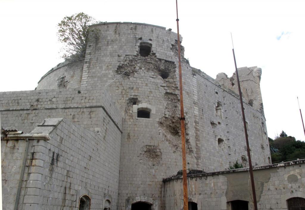 Tvrđava iz 1850. godine koju je na Prevlaci sagradila Austro ugarska monarhija za obranu bokokotorskog zaljeva.