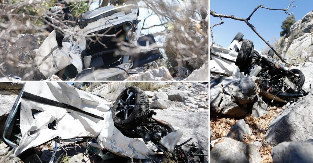 Survavši se u provaliju duboku više od 60 metara u vozilu su poginula dva mladića